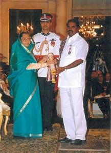 A G Govardhan recieving Padma Shri 1